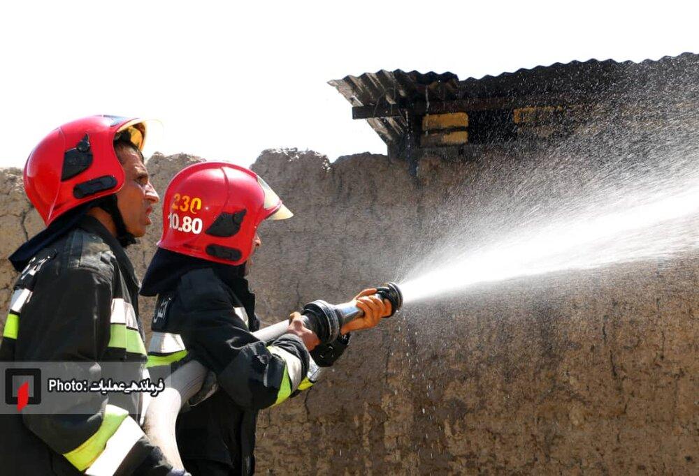 آتش سوزی گسترده در گاوداری روستای هفتشویه