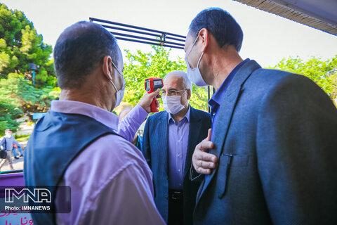 بازدید شهردار از میز خدمت منطقه ۷ اصفهان
