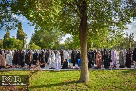 اقامه نماز عید سعید فطر در نجف آباد