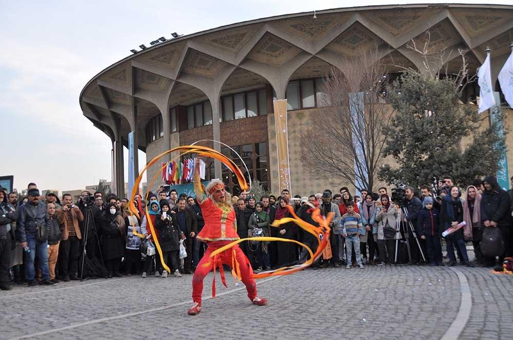 """اجرای تئاترهای خیابانی با شعار """"نه به اعتیاد"""""""