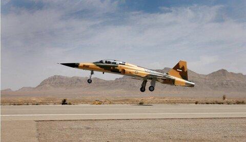 بازآماد یک فروند هواپیمای اف ۵ در پایگاه شهید حبیبی زهام مشهد