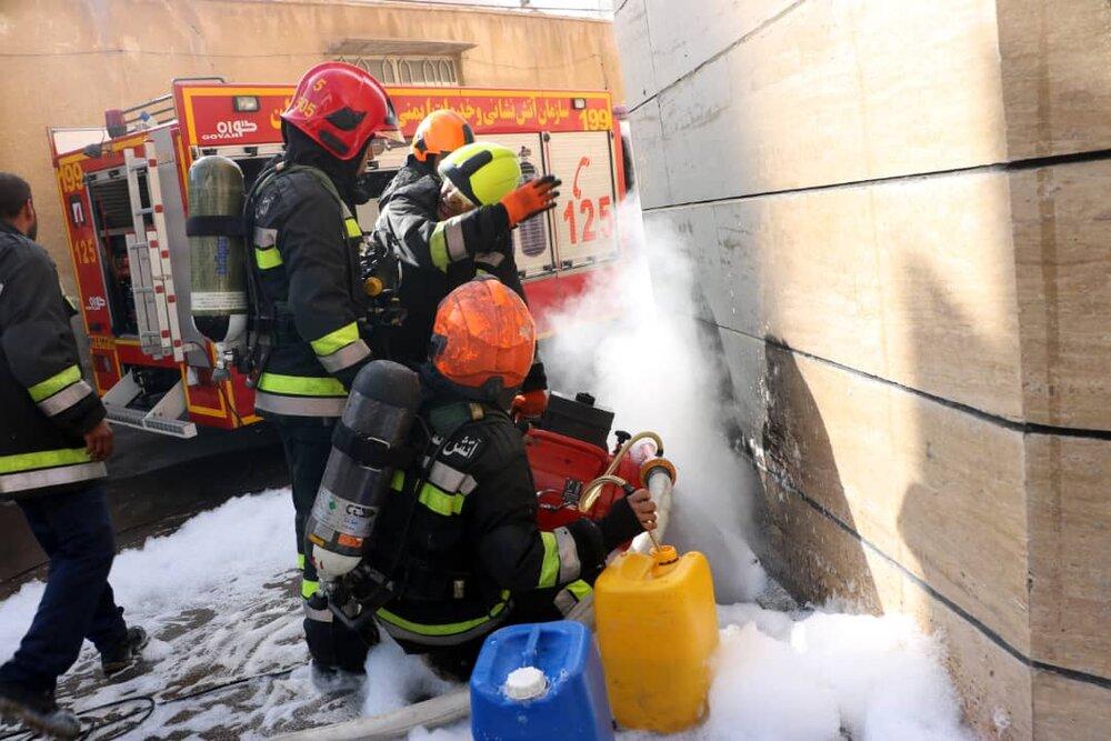 کارگاه رویهکوبی مبل در آتش سوخت