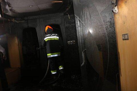 نجات ۱۵ تن از حریق ساختمان ۶ طبقه خیابان شیخ صدوق+عکس