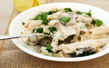 طرز تهیه پاستا مرغ و قارچ + سس آلفردو