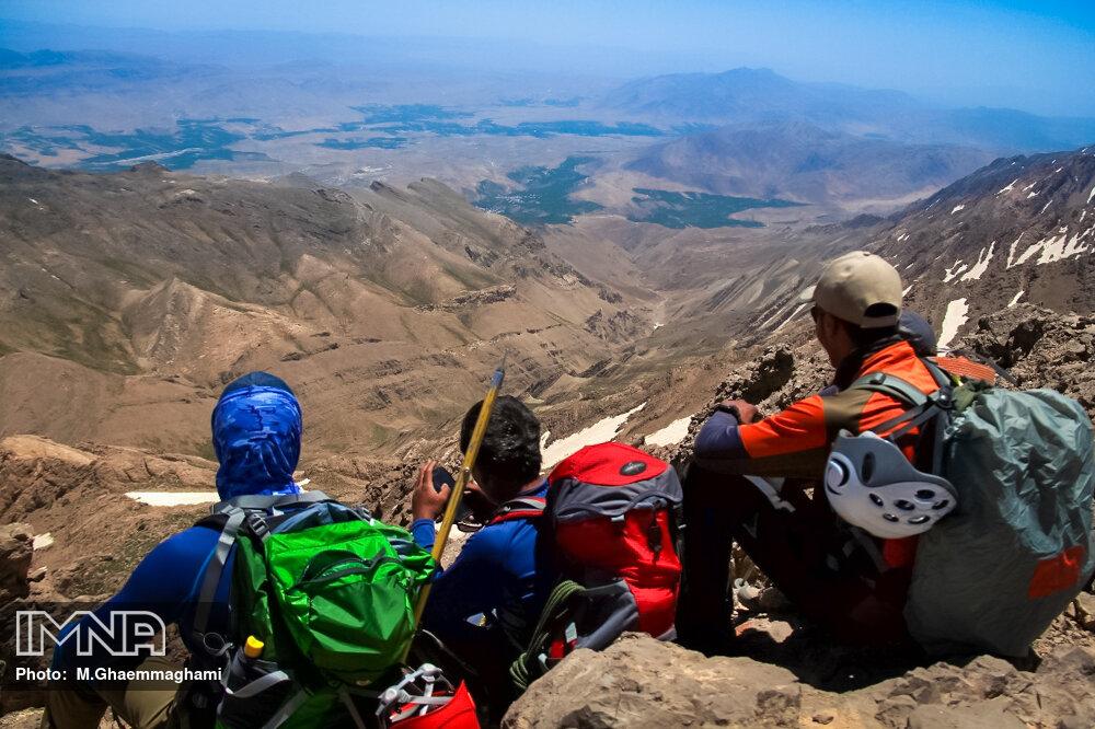 صعود به قله ۴۱۵۰ متری برف کرمو دنا