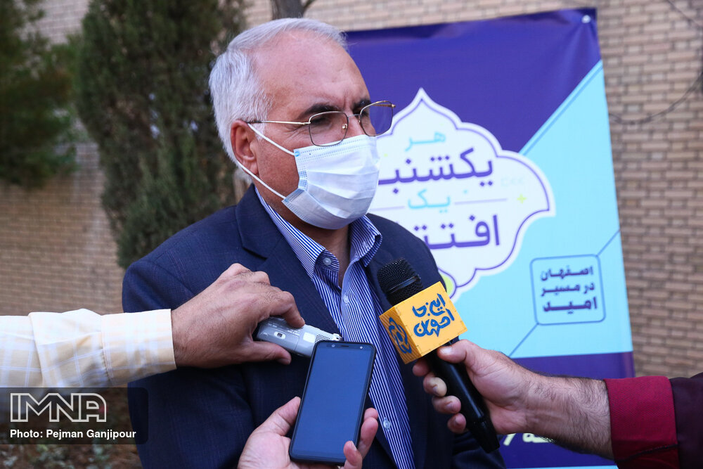 Staving off Coronavirus by urban advertisements in Isfahan