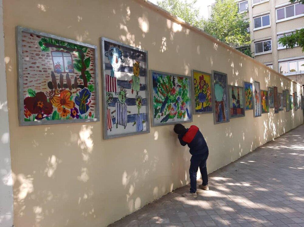 رونمایی از تابلوهای هنرمندان معلول در اصفهان