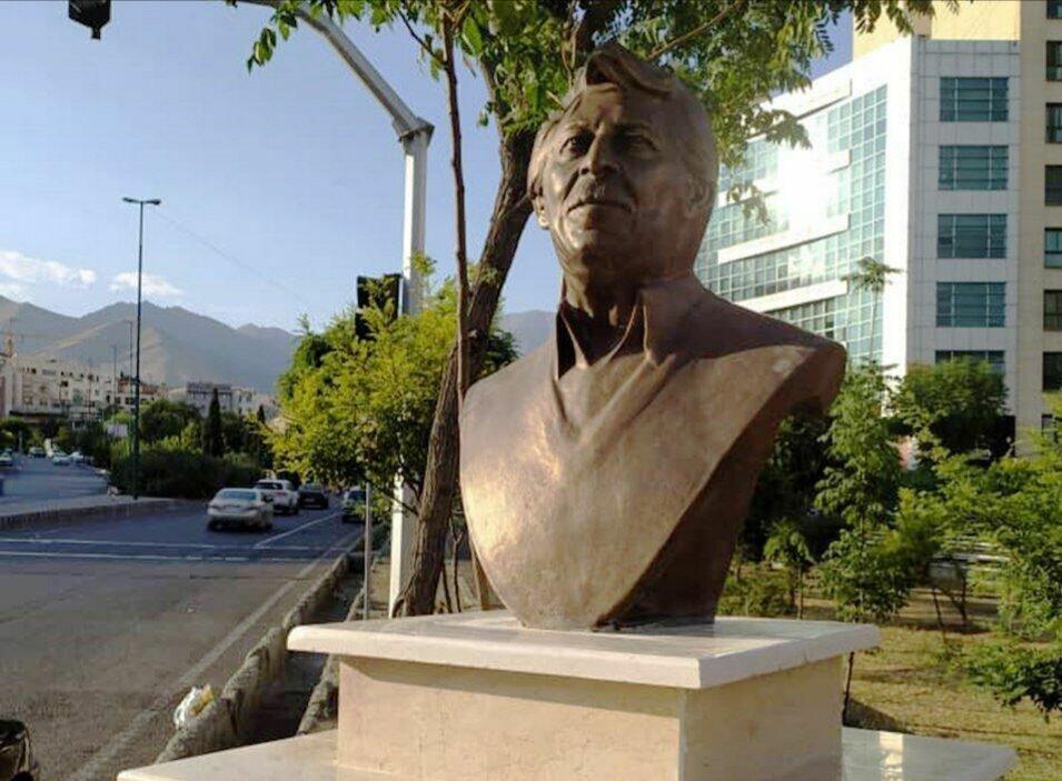 سردیس برنزی زنده یاد داود رشیدی در تهران نصب شد