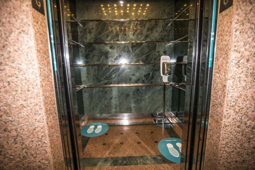 ویروس کرونا پس از سرفه در آسانسور چقدر ماندگار است؟