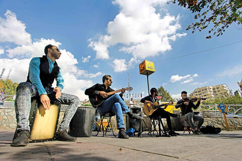 موسیقی خیابانی تکدیگری نیست