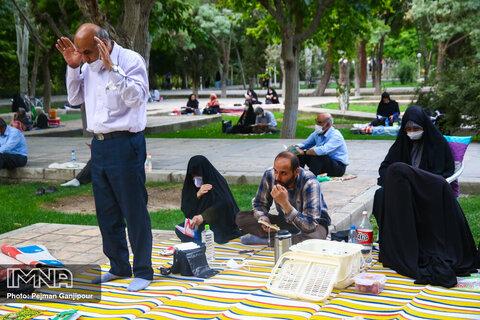 مراسم دعای عرفه در مزار شهدای گمنام باغ غدیر