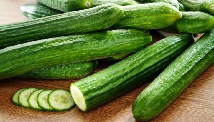 چهار دلیل برای اضافه کردن خیار به رژیم غذایی/ایستاده غذا نخورید