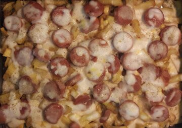 طرز تهیه سیب زمینی پنیری با سوسیس به همراه سس بشامل