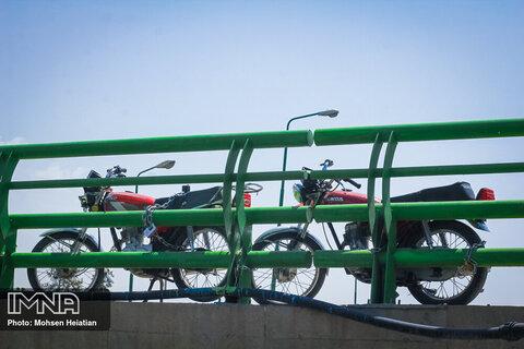 معابر تهران را از تصرف موتورسیکلتها آزاد کنید