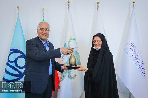 دیدار دخترشهید بابایی با شهردار اصفهان