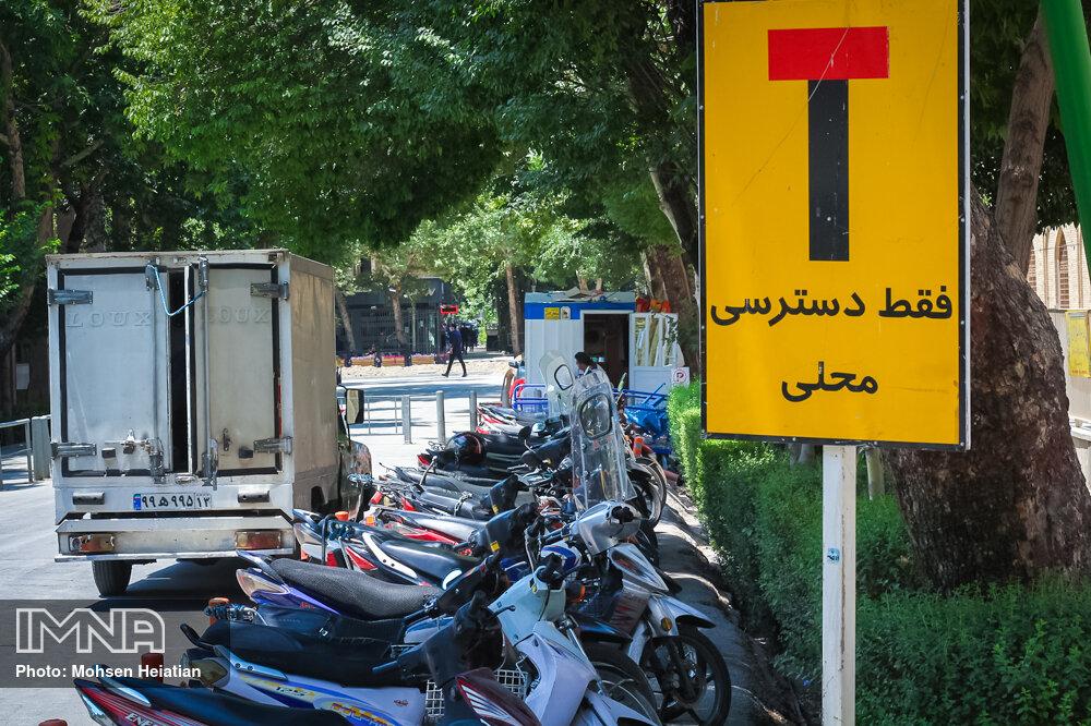 تردد موتورسیکلت در پارکها ایمنی مردم را به خطر میاندازد