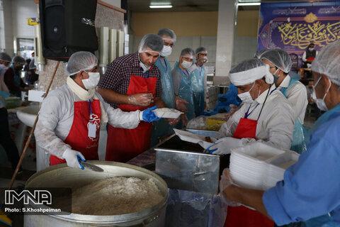 توزیع ۲۰۰ بسته معیشتی و یک هزار پرس غذای گرم در ماه مبارک رمضان