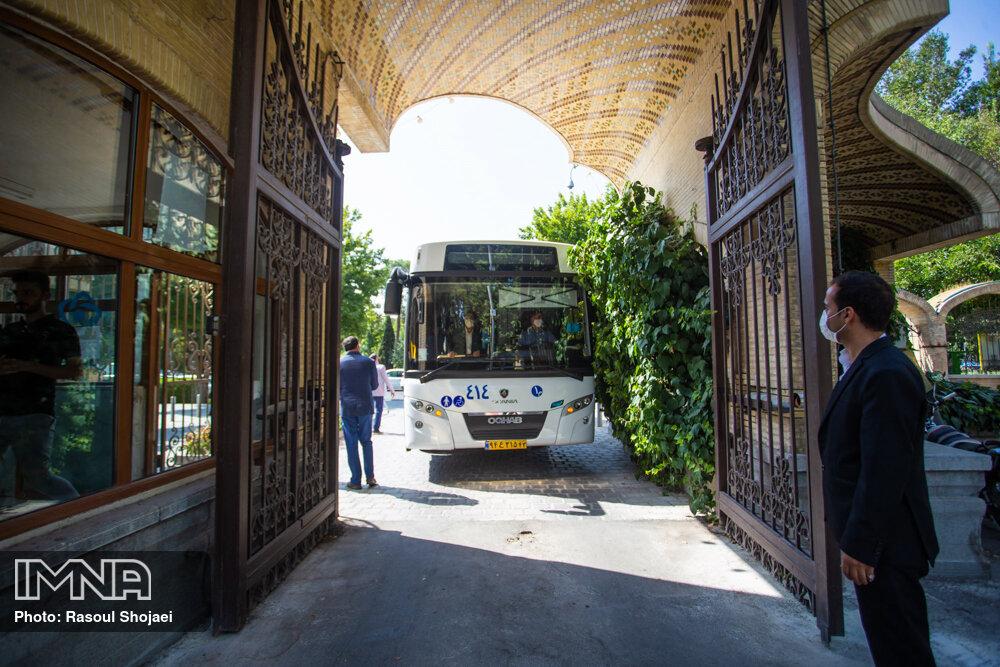 سوار شدن به اتوبوس بدون ماسک ممنوع است/لزوم رعایت فاصله اجتماعی در داخل اتوبوس