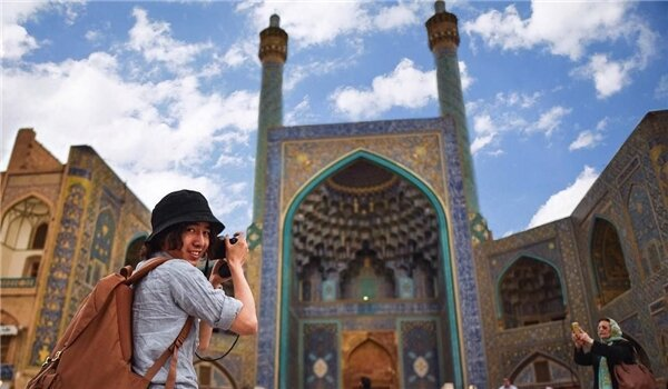 Iran to maintain international relations in support of tourism