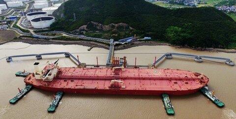 انتقال محموله های بنزین منتسب به ایران به کشتی های دیگر