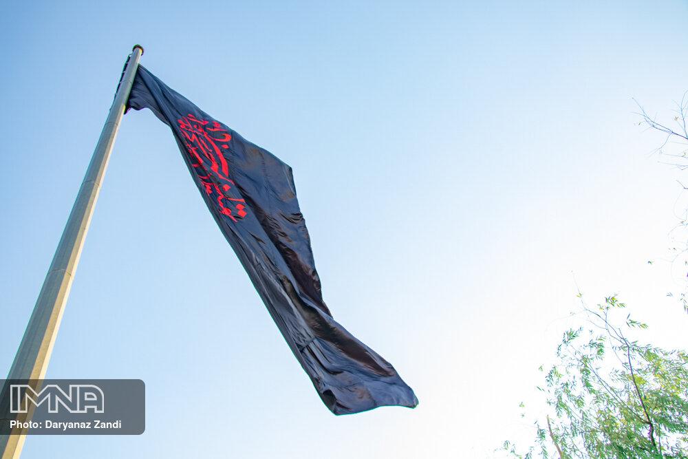 نصب ۲۵۰۰ پرچم مشکی در نقاط مختلف شهر اصفهان