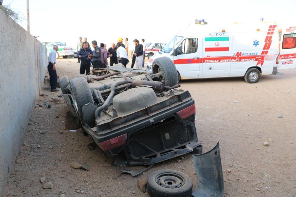 محبوس شدن دو نفر در حادثه واژگونی خودرو پژو+ عکس