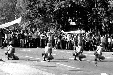همه چیز درباره قیام ۱۷ شهریور ۵۷ + آمار قربانیان
