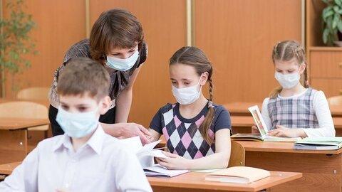 معلمان لتونی در دوران کرونا بیمه سلامت رایگان دریافت میکنند