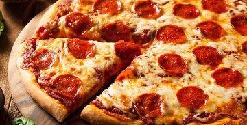 طرز تهیه پیتزا پپرونی خوشمزه خانگی + سس مخصوص