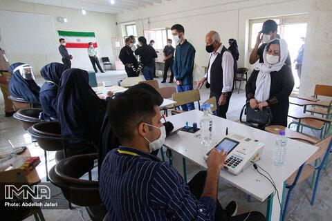 استاندار فارس: شرکت در انتخابات استفاده از حق صریح قانونی مردم برای انتخاب رئیس جمهور است