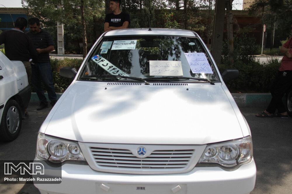 برخی رسانهها با اعلام قیمت از مافیای خودرو حمایت میکنند