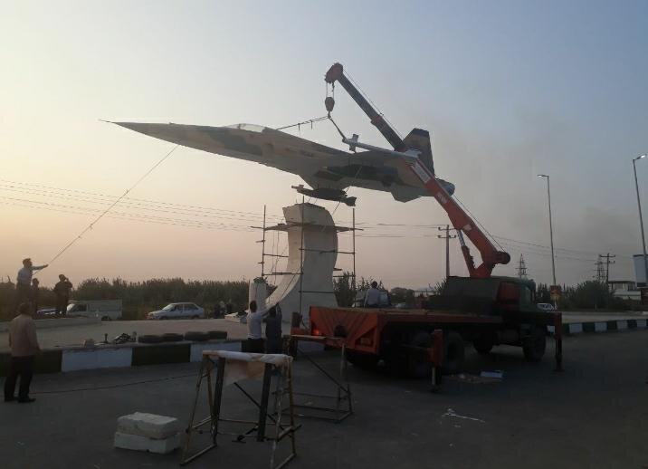 """نصب المان جنگنده """"خلبان شهید پرویز ذبیحی"""" در جویبار"""