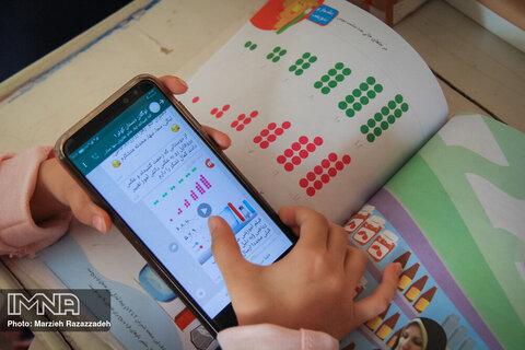 تهیه تبلت و موبایل برای همه دانشآموزان فاقد این ابزارها تاکنون میسر نشده است