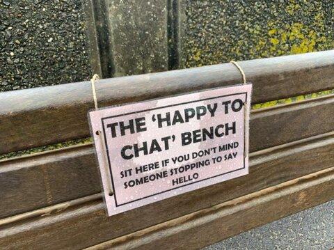 نیمکتهای گفتگو؛ خلاقیتی به مناسبت روز جهانی سالمند در ایرلند