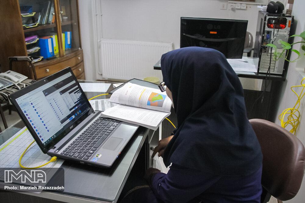 دانشآموزان و معلمان درگیر چرخ دندههای آموزش آنلاین