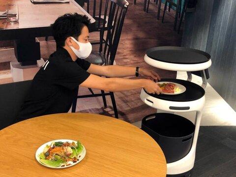 روبات پیشخدمت؛ تکنولوژی دوران شیوع کرونا