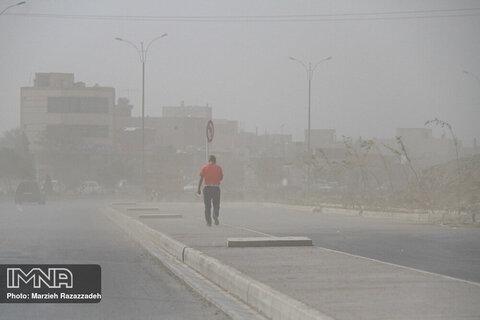 طوفان ریزگرد نفس اصفهان را گرفت