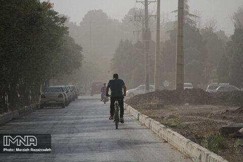 غبار صبحگاهی پدیده غالب مناطق مرکزی اصفهان