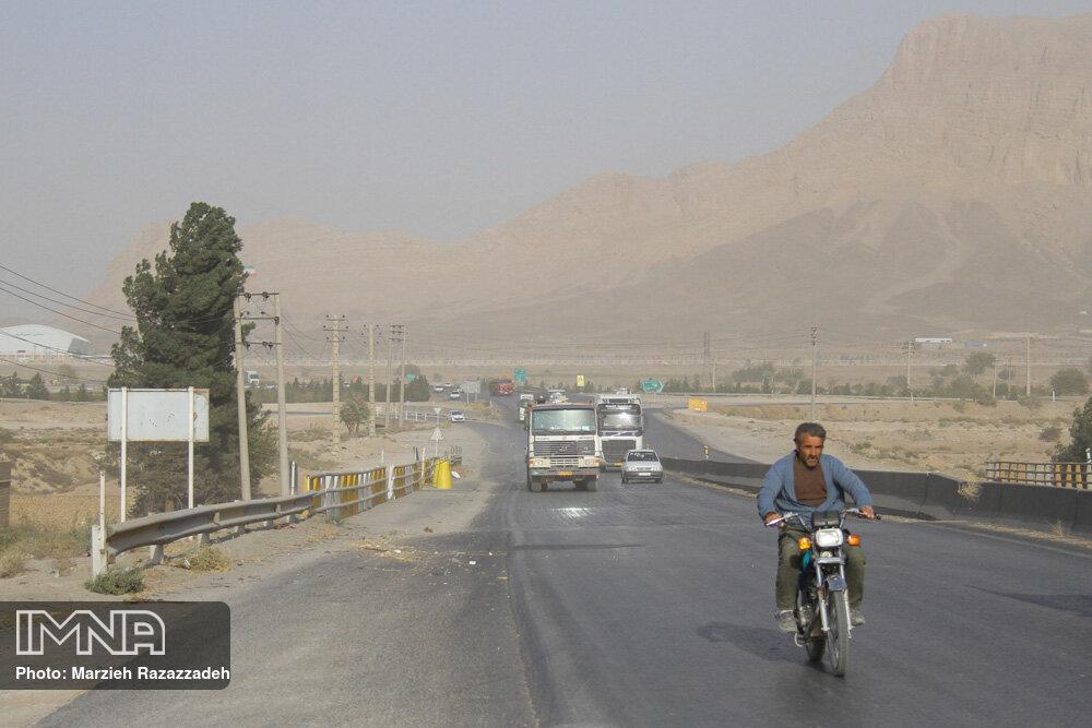 خیزش گردوغبار در مناطق جنوب، شمال و شرق اصفهان