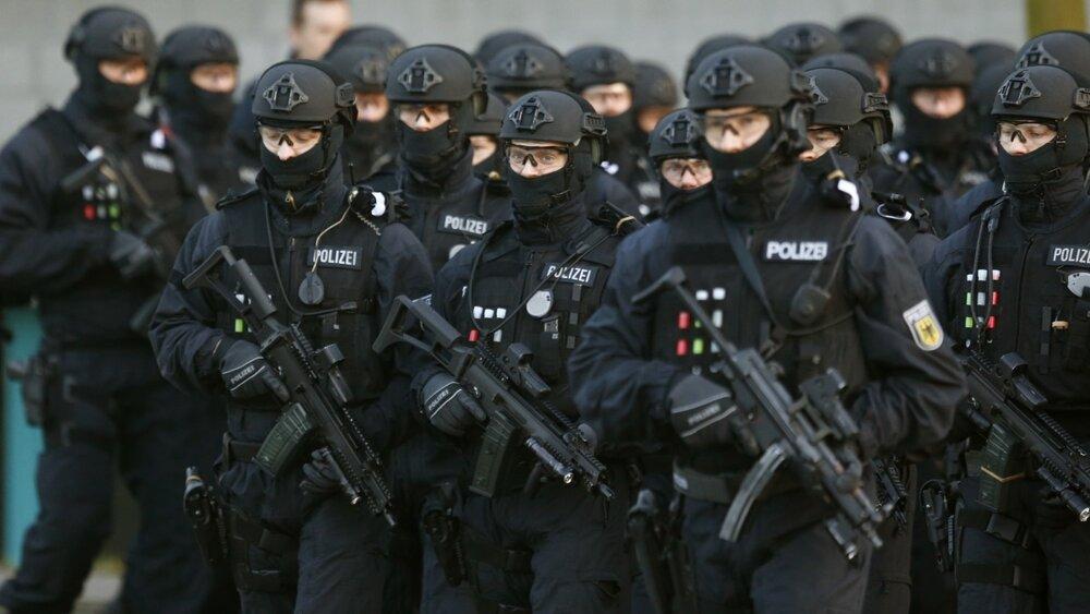 گروگانگیری در برلین / ۲۰۰ پلیس در صحنه حادثه حضور دارند