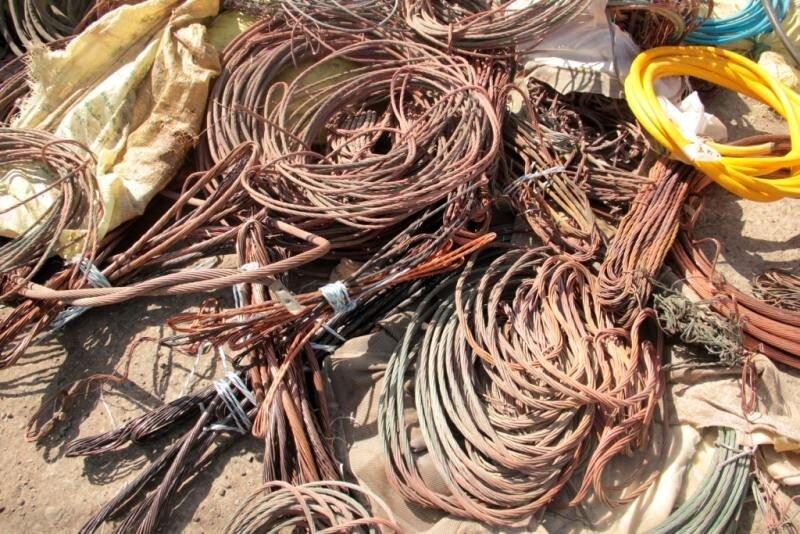 کشف ۳۰ تن کابل  و سیم برق سرقتی در خمینیشهر