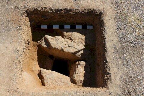 کشف چهره انسانی تراشیده شده بر دیوار آبراهه تخت جمشید