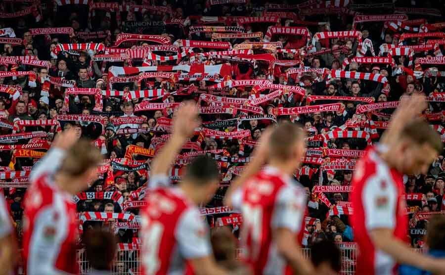 دنیا در یک قدمی مرگ فوتبال