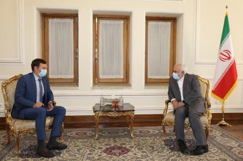 ظریف: مذاکرات درباره سانحه هواپیمای اوکراینی با همکاری و تعامل به نتیجه میرسد