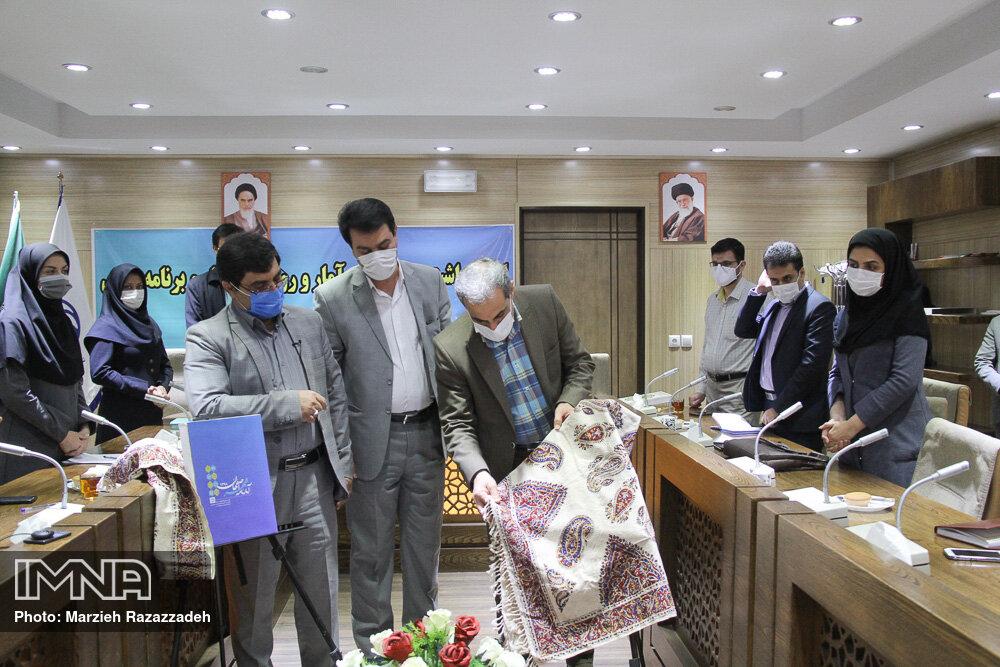 رونمایی از کتاب آمارنامه شهرداری اصفهان