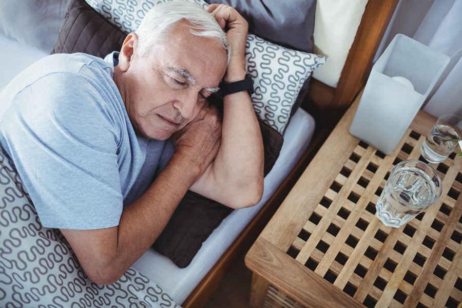 علت اختلال خواب سالمندان در روزهای کرونایی چیست؟