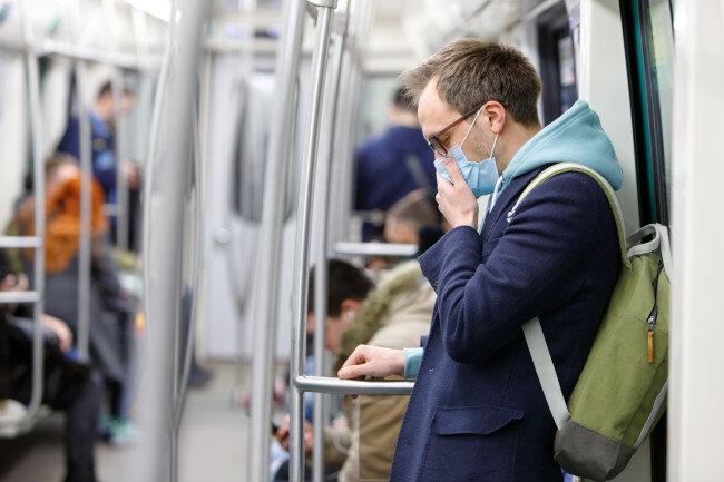 افراد بدون ماسک اجازه استفاده از وسایل حمل و نقل عمومی را ندارند