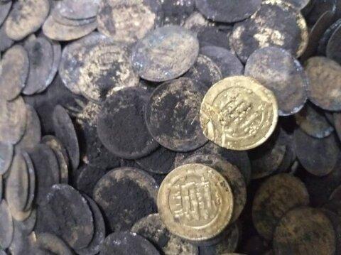 کشف ۱۳۰ سکه متعلق به دوره آل بویه از اتاقک یک قبرکن در ری