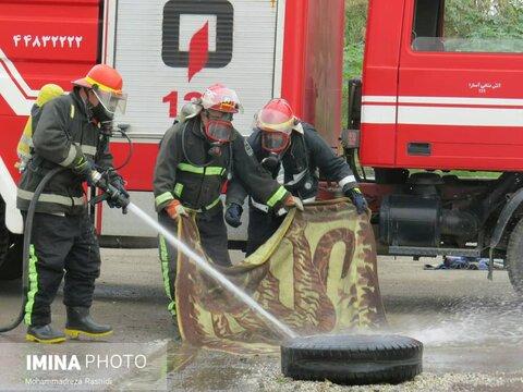 آتش نشانان زاهدانی تا پایان بارش ها در حالت آماده باش قرار گرفت