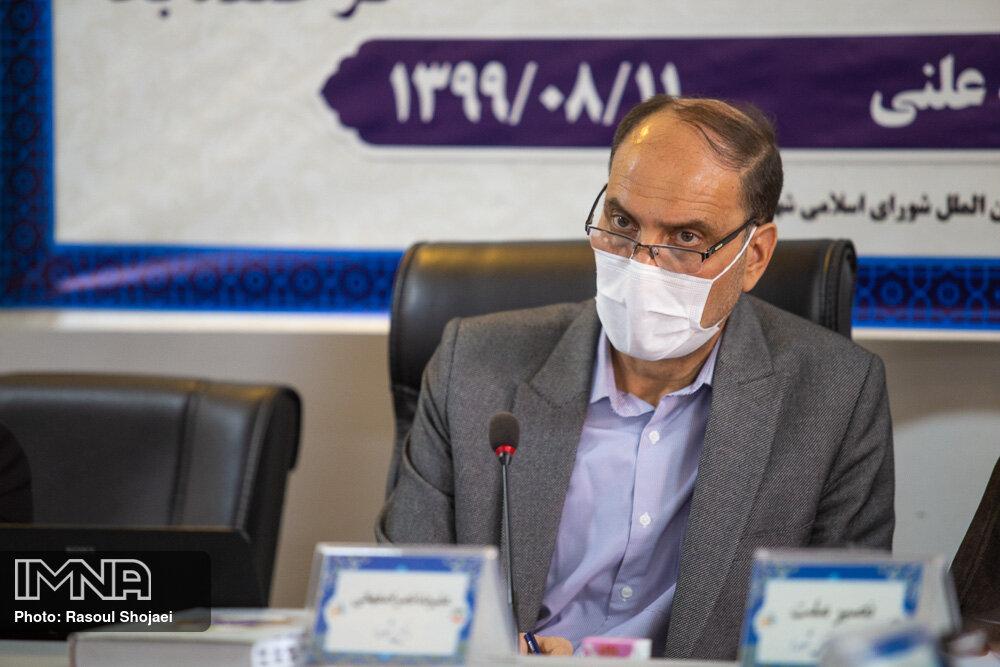 زمان ارائه گزارش ۳.۵ سال تلاش سرافرازانه به مردم اصفهان است/ باعث رنجش خبرنگاران نشوید